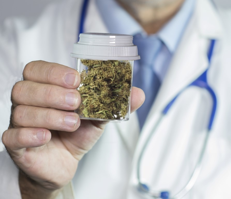 Марихуана прописывают врачи где курят марихуану в амстердаме