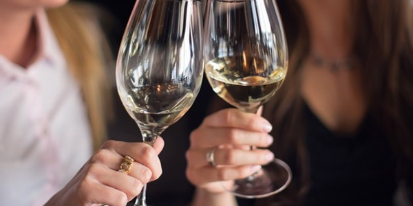 Эстрогены влияют на восприятие алкоголя