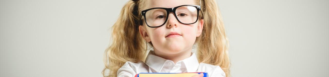 Определены факторы риска миопии у девочек-школьниц