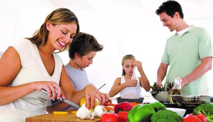 Семейные кулинарные уроки помогают сформировать здоровые пищевые привычки у детей