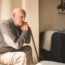 Остеопороз в пожилом возрасте: как не стать обузой для детей и предотвратить переломы?