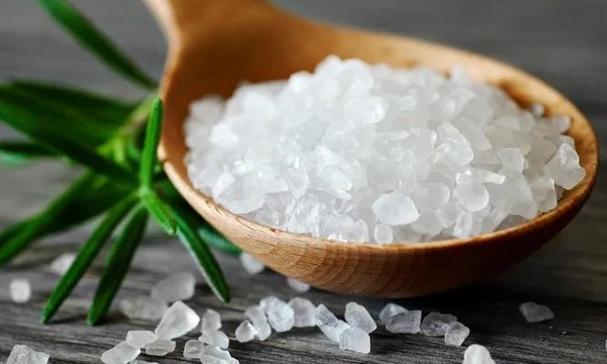 Употребление соли с пониженным содержанием натрия снижает вероятность инсульта, сердечно-сосудистых заболеваний и общей смерти